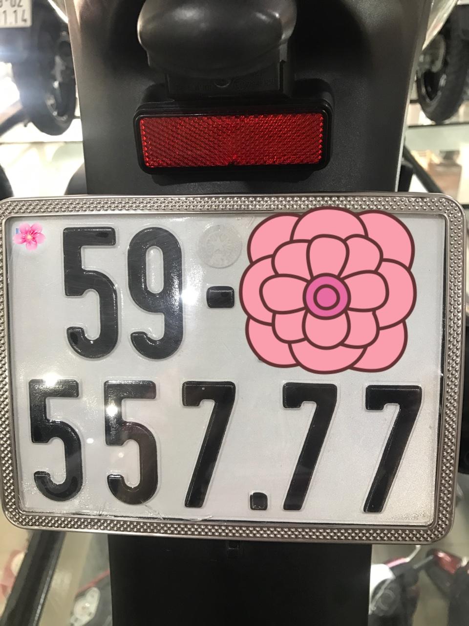SH150i , xe nhập Ý , màu Trắng - Đen , SM : 111....Mới chạy 3500km . Bao zin 100%.